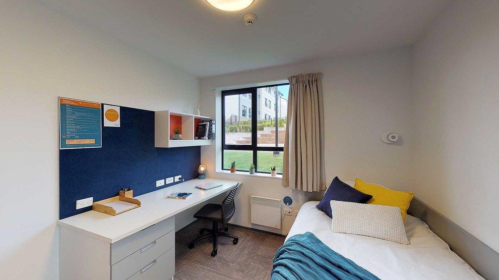 Pūkeko, Tui and Weka halls' single bedroom with bed, desk and chair