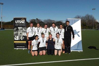 2018 Massey University women's hockey team won silver medal.